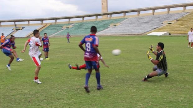 Gol de Cláudio Júnior pelo Piauí (Foto: Wenner Tito/GLOBOESPORTE.COM)