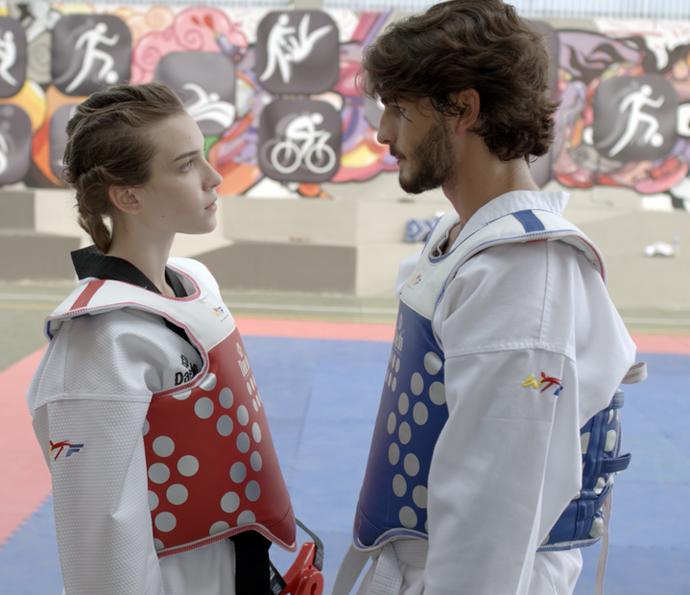 Flávia e Roger se desafiam (Foto: TV Globo)