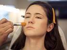 Veja o passo a passo e aprenda a fazer a maquiagem minimalista de Sophie Charlotte em 'Sangue bom'