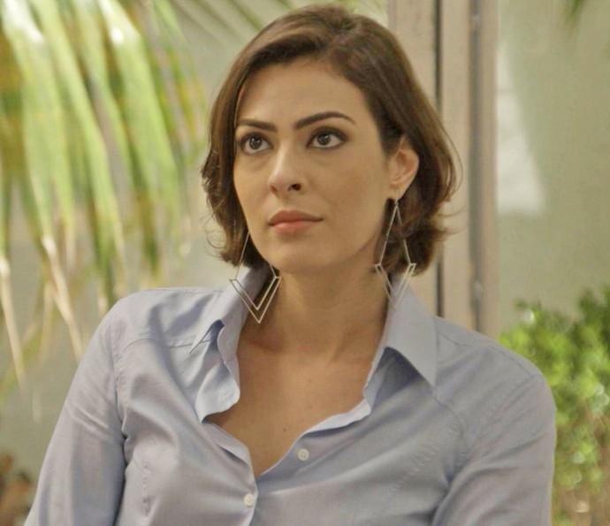 A empresária ouve atentamente a resposta do piloto (Foto: TV Globo)