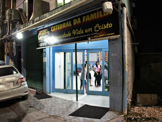 Algumas das vítimas do incêndio desta segunda-feira (3) vão dormir em uma Igreja no bairro Petrópolis (Foto: Gabriel Machado/G1 AM)
