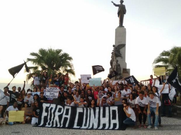Manifestantes encerram ato após chegarem à Praça Castro Alves (Foto: Maiana Belo/G1 Bahia)