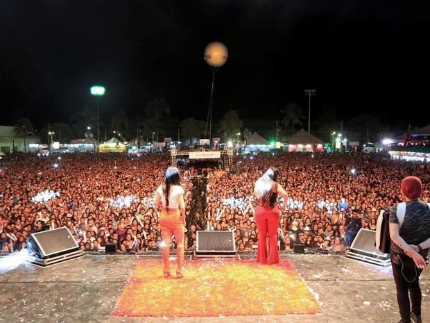 As Coleguinhas atraíram milhares de pessoas ao Parque de Exposições (Foto: Solon Queiroz)