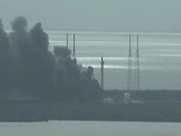 Resultado de imagem para EXPLOSÃO FOGUETE DA EMPRESA SpaceX