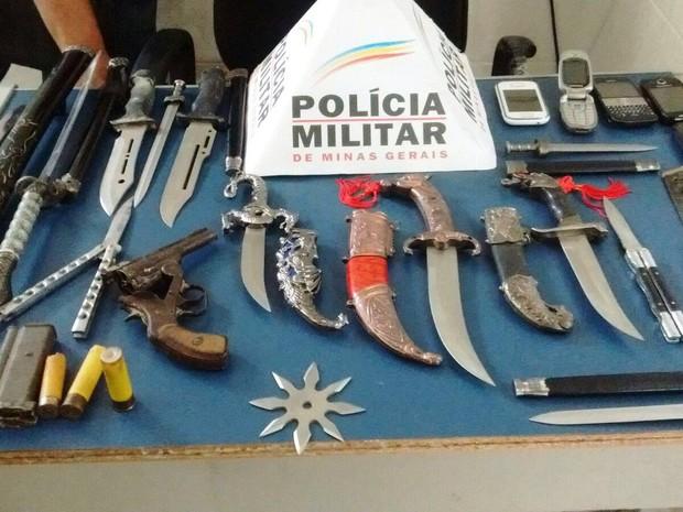 Objetos apreendidos em casa de suspeito (Foto: PM/Divulgação)