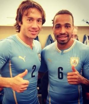 Diego Lugano e Alvaro Pereira - Uruguai (Foto: Divulgação / São Paulo)