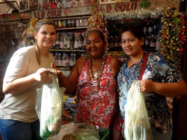 Irmãs Carla e Tamara Siqueira garantiram o banho para a chegada de 2013. (Foto: Ingrid Bico/G1)