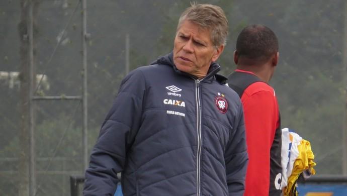 Técnico Paulo Autuori Atlético-PR (Foto: Fernando Freire)