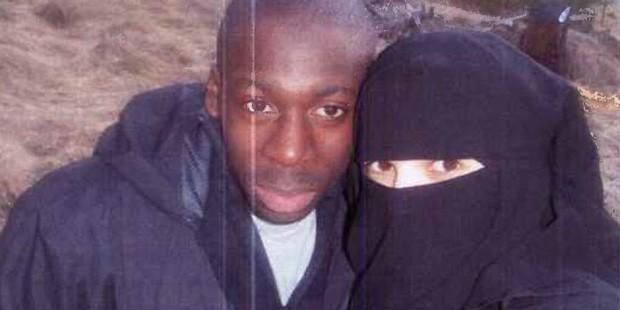Foto de Amedy Coulibaly e sua companheira Hayat Boumeddiene em treinamento com grupo islâmico em Cantal, na França (Foto: Reprodução/Le Monde)