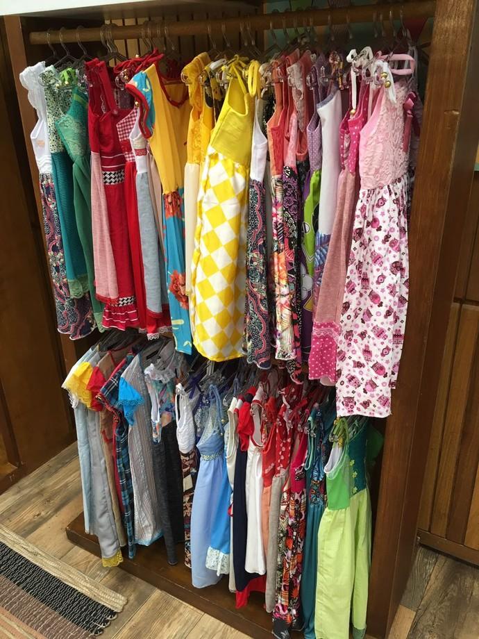 Vestidos floridos foram feitos para serem doados (Foto: Davi Padovani/Gshow)