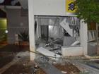 Ladrões explodem caixas eletrônicos e danificam prédio de prefeitura