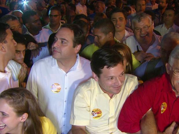 Geraldo Julio (PSB) realizou caminhada no Centro do Recife ao lado do governador Paulo Câmara (Foto: Reprodução/TV Globo)