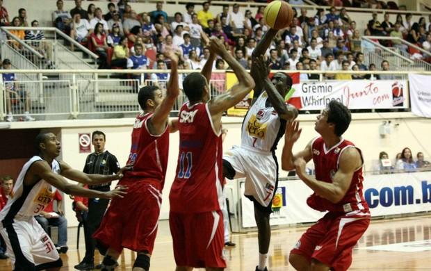NBB basquete Pinheiros x Joinville (Foto: Jaksson Zanco/Midia4Fotos)