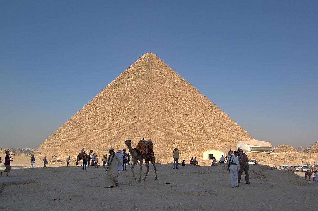 A Pirâmide de Quéops será uma das construções examinadas minuciosamente ao longo de 2016 (Foto: Wikimedia Commons)