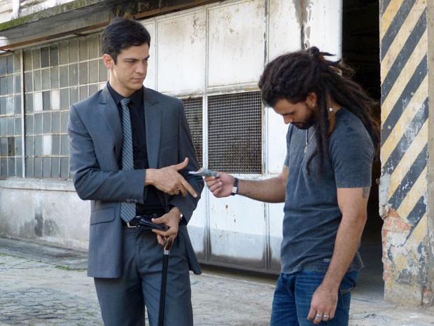 Perdeu, mané! Félix pede que Ninho fique, mas tudo tem um preço (Foto: Amor à Vida/TV Globo)