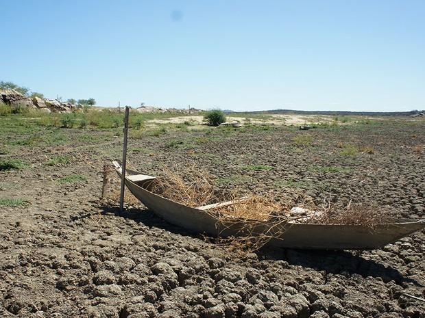 Açude Dourado, em Currais Novos, secou há quase dois anos (Foto: Anderson Barbosa/G1)