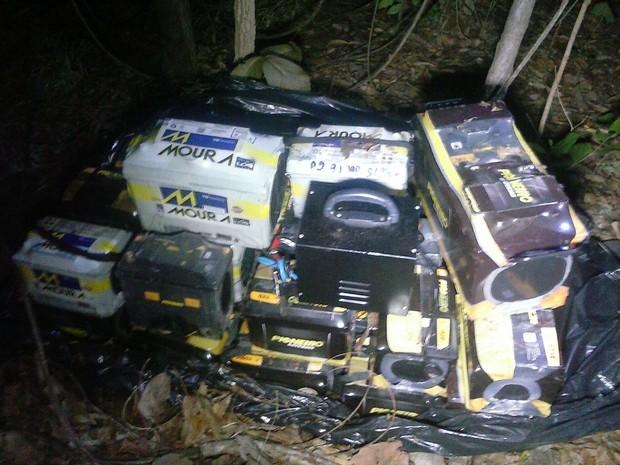 Baterias foram furtadas de um comércio em Gurupi, sul do Tocantins (Foto: Divulgação/PM TO)