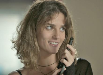 Jacaré entrega arma para Sofia matar Eliza