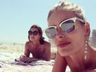 Yasmin Brunet curte dia de sol com a mãe e posta selfie