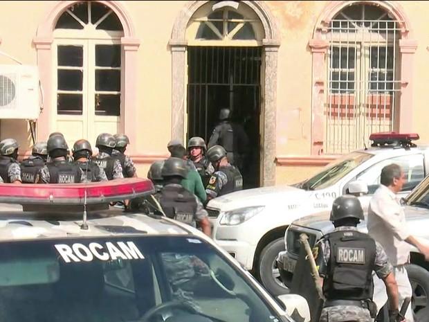 Detentos de presídio onde ocorreu Rebelião em Manaus são transferidos (Foto: Reprodução/GloboNews)