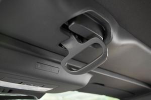 Cetalhe da alavanca de acionamento da capota do Chevrolet Camaro conversível (Foto: Fabio Aro / Autoesporte)