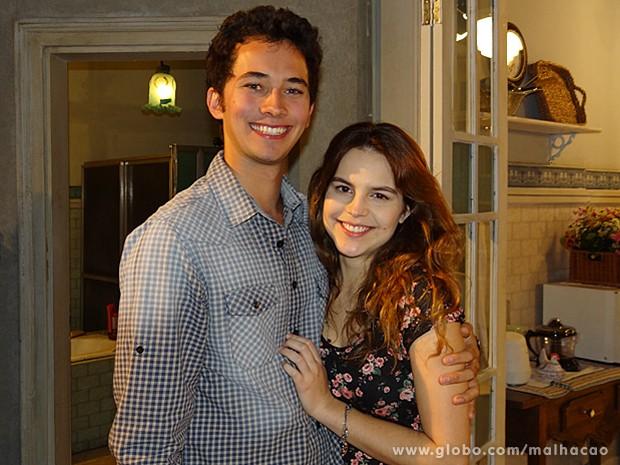 Gabriel Falcão e Bianca Salgueiro comemoram primeiro beijo (Foto: Malhação / TV Globo)