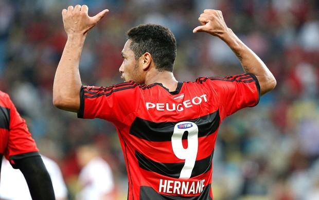 Hernane gol Flamengo contra o Vitória (Foto: Ivo Gonzalez / Agencia O Globo)
