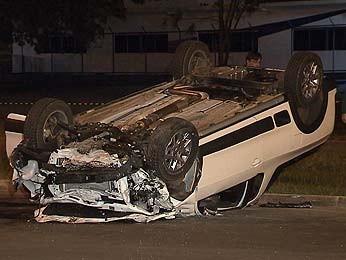 Veículo que, segundo a polícia, causou o acidente (Foto: TV Globo/Reprodução)