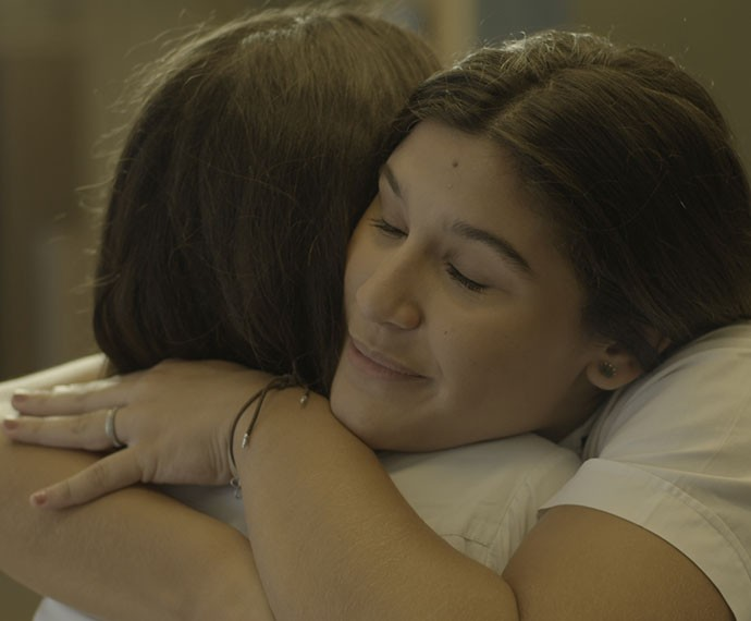 As duas fazem as pazes e se abraçam. Finalmente! (Foto: TV Globo)