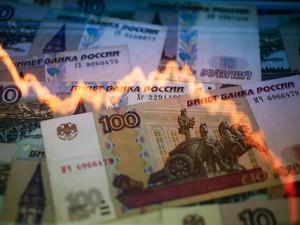 Rublo vem sofrendo forte desvalorização (Foto: Kacper Pempel/Reuters)