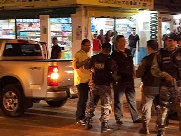 Governador Flávio Dino acompanha operação nas ruas (Foto: Divulgação/PM-MA)
