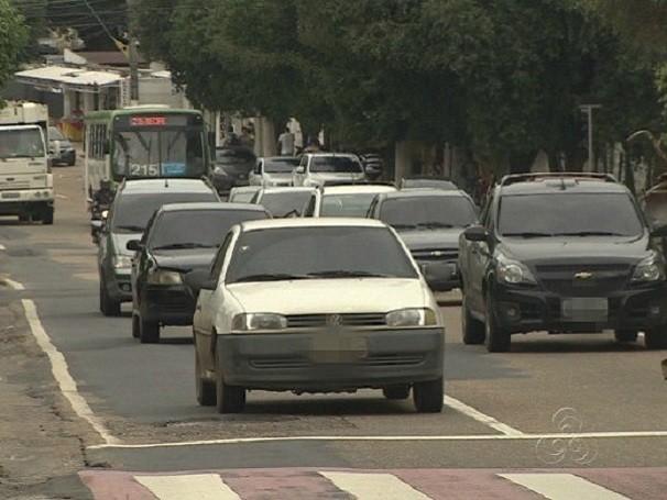 Entre 2003 e 2013, o número de carros nas ruas de Manaus dobrou de tamanho (Foto: Reprodução de TV)