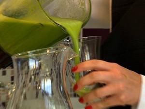 Suco verde desintoxicante  (Foto: Reprodução/RBS TV)