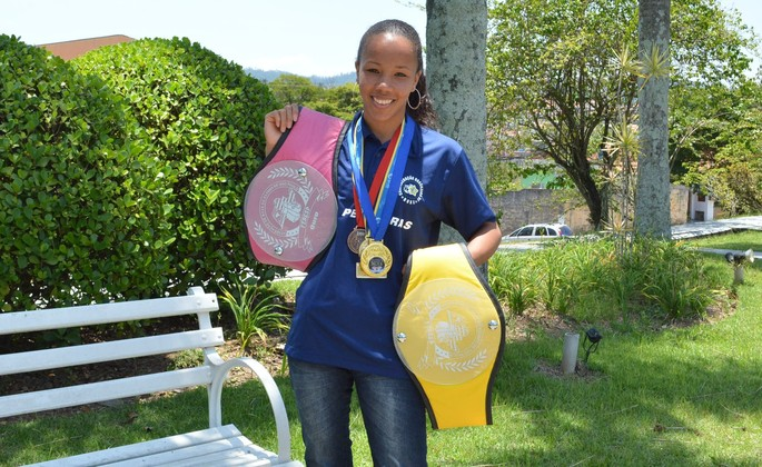 Graziele de Jesus exibe suas conquistas no boxe feminino (Foto: Bruno Rocha)