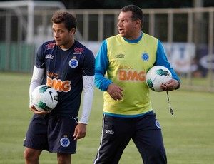 Everton e Celso Roth (Foto: Washington Alves / Vipcomm)