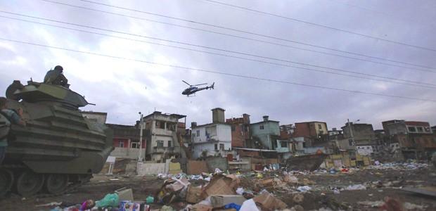 fotos da operação (Foto: Ricardo Moraes/Reuters)