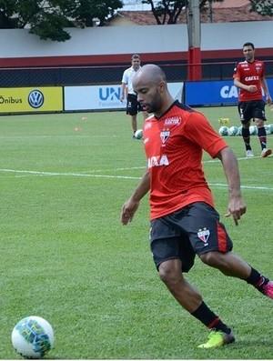 Romário, lateral do Atlético-GO (Foto: Comunicação/Atlético-GO)