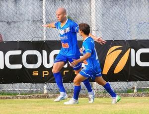 Ernandes comemora o gol do Vitória-ES (Foto: Edson Chagas/A Gazeta)