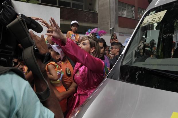 Carla Perez Chegando no Trio Algodão Doce no circuito Campo Grande (Foto: Wallace Barbosae JC Pereira e Rodrigos dos Anjos/AgNews)