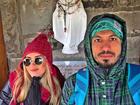 Ex-BBBs Aline e Fernando viajam juntinhos para Bariloche
