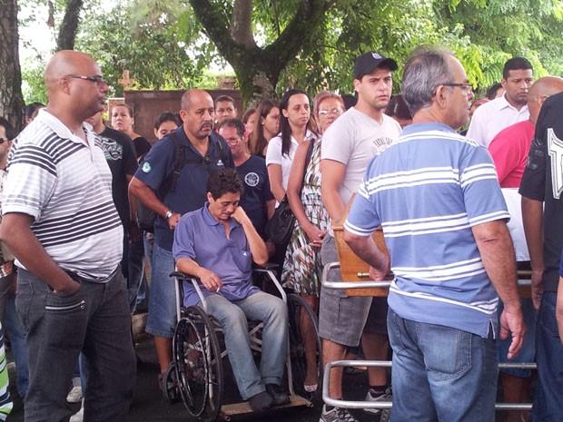Enterro Mirela (Foto: Mariane Rossi/G1)