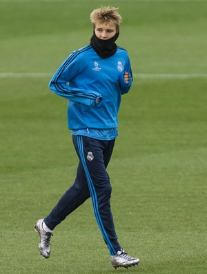 Odegaard treino Real Madrid (Foto: AP Photo/Daniel Ochoa de Olza)