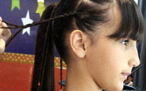 Passo a passo de penteado: rabo de cavalo com tranças para adolescentes