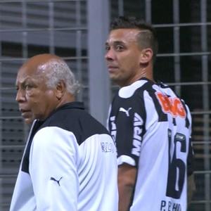 Pedro Botelho deixa o gramado diante do Palmeiras (Foto: Reprodução \Sportv)