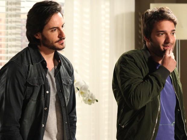 Herval revela que Jonas é procurado pela polícia americana (Foto: Carol Caminha / TV Globo)
