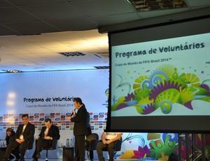 Programa de Voluntários da Copa do Mundo em Cuiabá (Foto: Robson Boamorte)