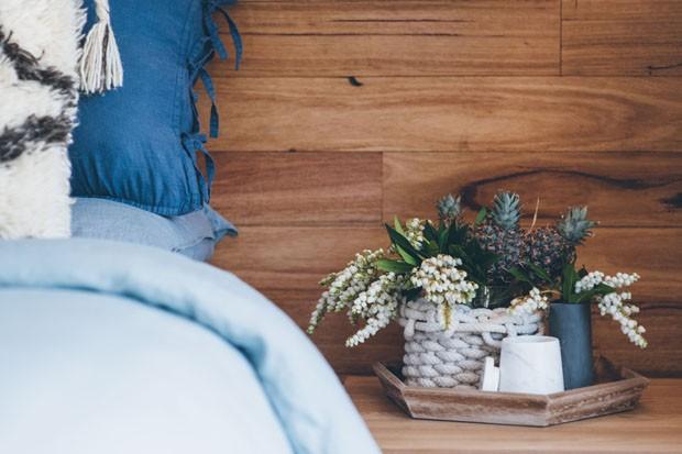 Cores doces e texturas marcam decoração da casa australiana (Foto: Dom Cherry/Divulgação)