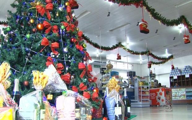 Lojas e supermercados também entram no espírito natalino (Foto: Roraima TV)