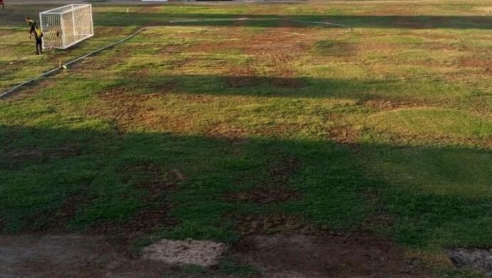 Situação gramado Lacerdão (Foto: Warley Santos / Arquivo Pessoal)