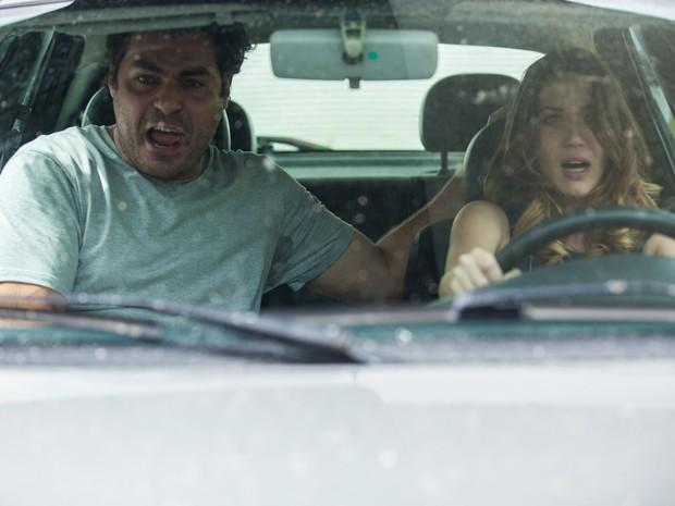 Laura é sequestrada por Marcos e fica desesperada (Foto: Fabiano Battaglin/ Gshow)